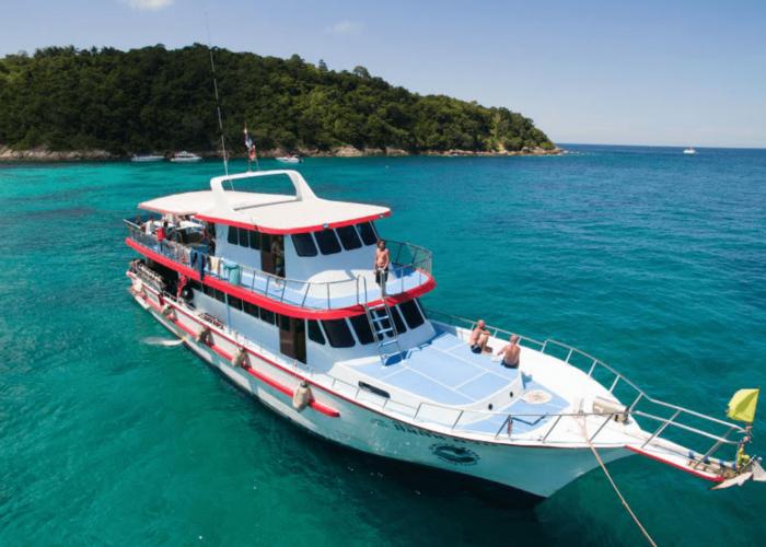 similan queen 2 dives boat