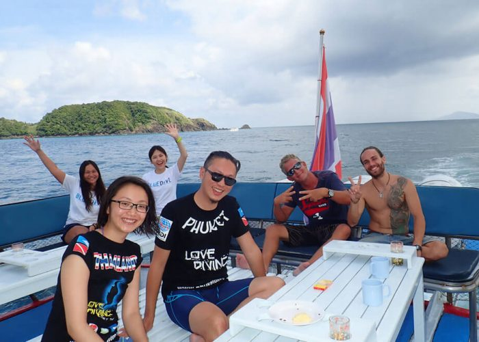 similan queen 2 dives boat sundeck